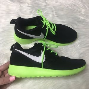 Nike Roshe Size 5Y Lime Green